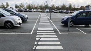 Bild från parkeringsplatsen. Tillgängligheten börjar redan där.